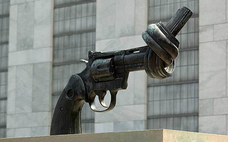 Knotted gun, outside the UN headquarters in New York. Photo by https://www.nonviolence.com