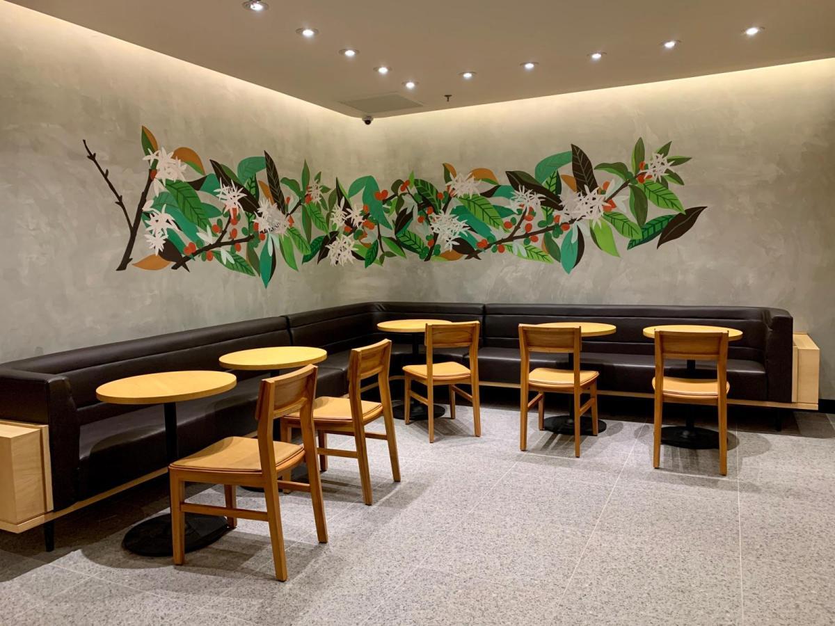 Gurney Plaza Starbucks Reserve Store