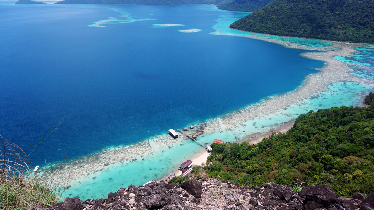 The best way to enjoy the view of the park is from the peak of Bohey Dulang Island.