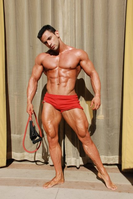 Alejandro de laGuardia - Workout Posing