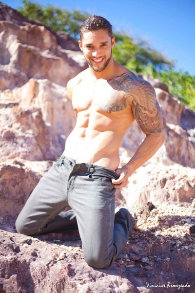 Inked Muscle Hunk Roger Monssores (1)