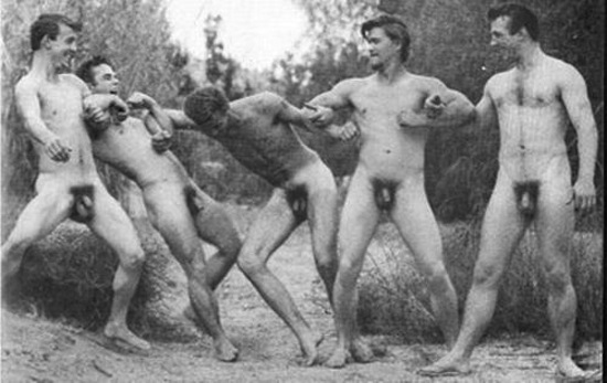 http://www.gaybodyblog.com/wp-content/uploads/2012/12/Vintage-Naked-Men-0.png (7)