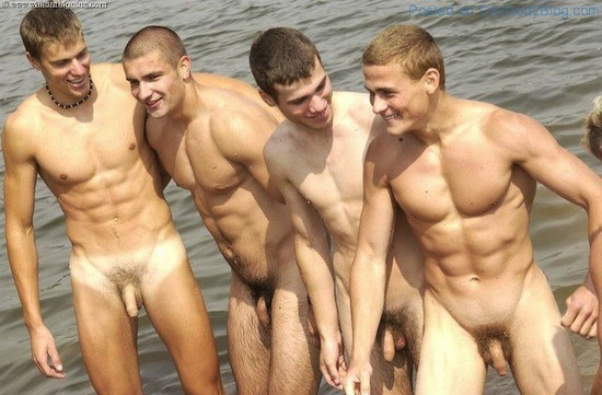 sexy-naked-men-skinny-dipping