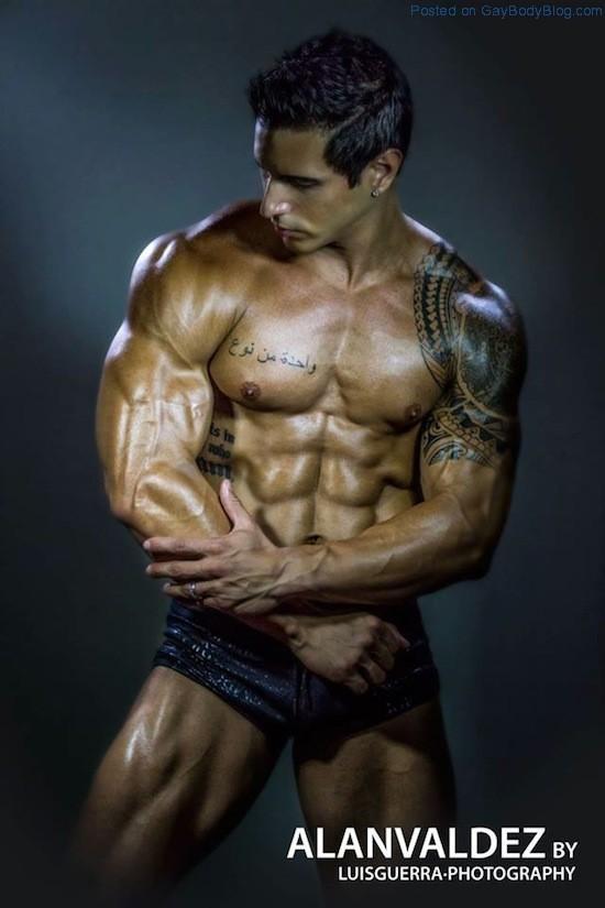 Ripped Muscle Hunk Alan Valdez (10)