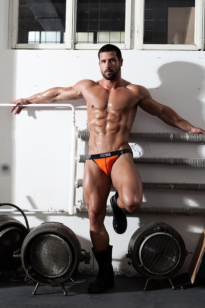 bearded-muscle-hunk-robert-blazevic-is-back-for-more-2