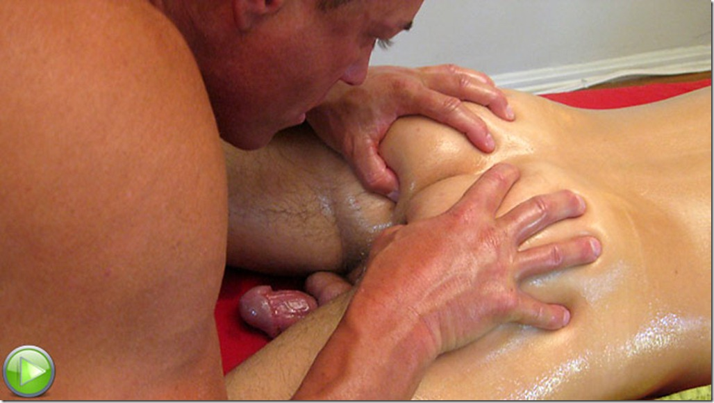 Horny guy gets a happy ending at this massage parlour 2