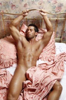 hombre_cama