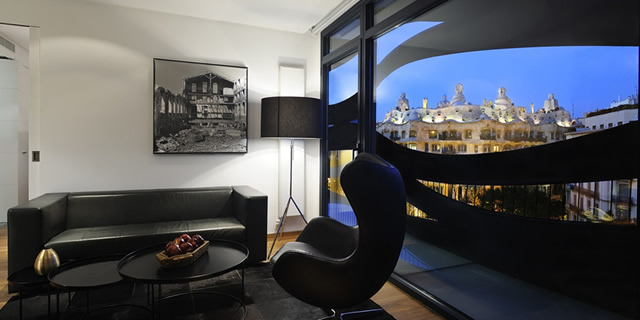 Suites Avenue is located in one of Barcelona's most iconic buildings and offers 5 star deluxe service and facilities.