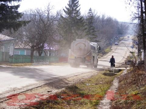 protest- drum- judetean-gropi-nicseni-roma-casa-fisuri-tinaj-rural-sate-drumuri-masini (111)