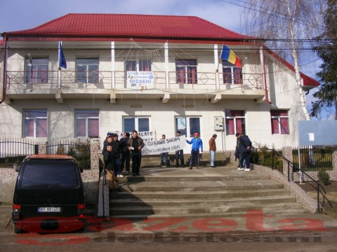 protest- drum- judetean-gropi-nicseni-roma-casa-fisuri-tinaj-rural-sate-drumuri-masini (68)