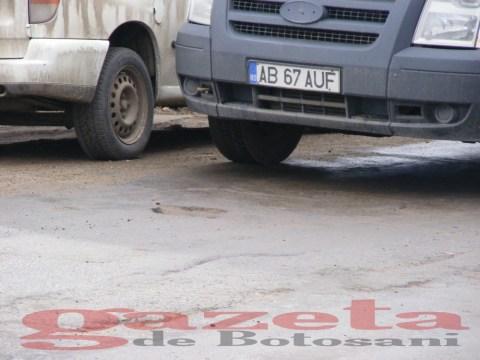 protest- drum- judetean-gropi-nicseni-roma-casa-fisuri-tinaj-rural-sate-drumuri-masini (85)