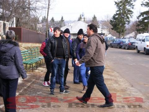 protest- drum- judetean-gropi-nicseni-roma-casa-fisuri-tinaj-rural-sate-drumuri-masini (88)