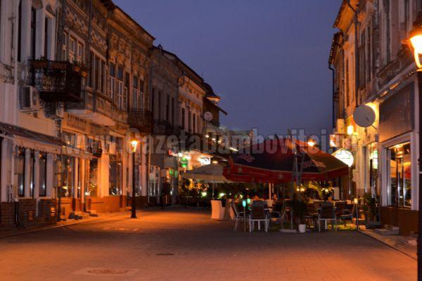 TÂRGOVIȘTE: Bătaie pe Centrul Vechi, după incidentul Carla's Dreams! Poliția a intervenit