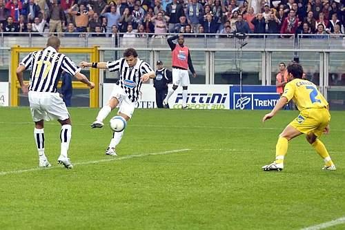 Ed ecco il tiro che sigilla la 200ª rete di Del Piero... LaPresse