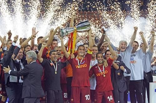 La Roma alza la Supercoppa italiana 2007. Reuters