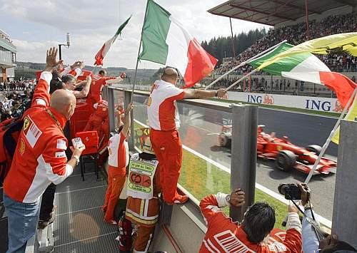 Festa anche per i meccanici, la Ferrari è campione del mondo costruttori (Ap)
