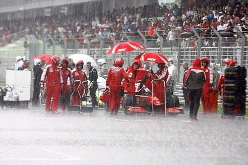 La pioggia del G.P. di Malesia. (GazSport)