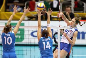 Anja Spasojevic supera il muro azzurro di Paggi e Lo Bianco. Afp