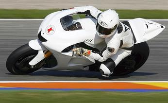 Jorge Lorenzo in azione sulla Yamaha senza sponsor. Ap