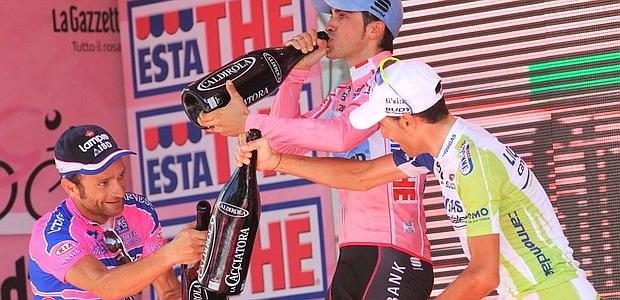 Contador, Scarponi & Nibali celebrating.