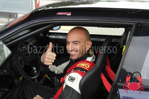 Il simpatico Lazzaroni ci saluta dalla sua M3 Viola Daytona