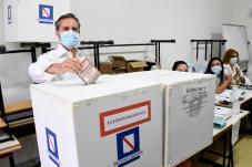 Elezioni: Stefano Caldoro vota in Campania
