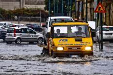 Maltempo:Napoli, allagamenti zona orientale,traffico in tilt