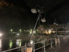 maiori-danni-al-porto-vento-forte-abbatte-lampio-253332