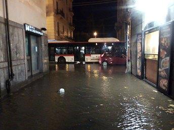 piazza-portanova-allagata-via-roma
