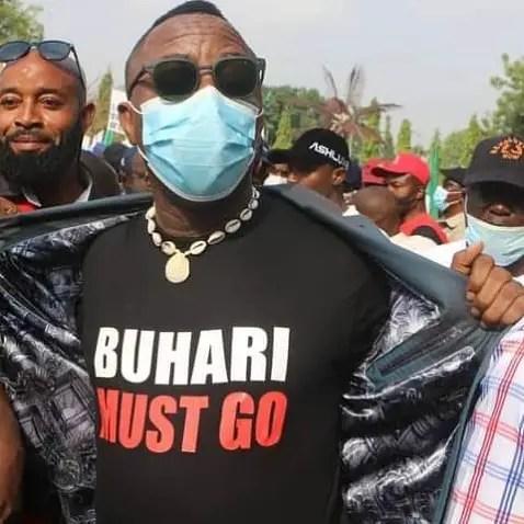 Buhari Must Go Alter Call: I'll kill somebody here, gun-wielding policeman threatens Omoyele Sowore