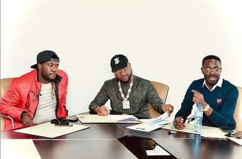 Davido Signs New Artiste, Deinde, To DMW
