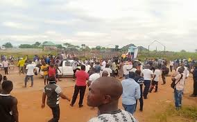 JUST IN: #ENDSARS protesters, hoodlums clash in Abuja