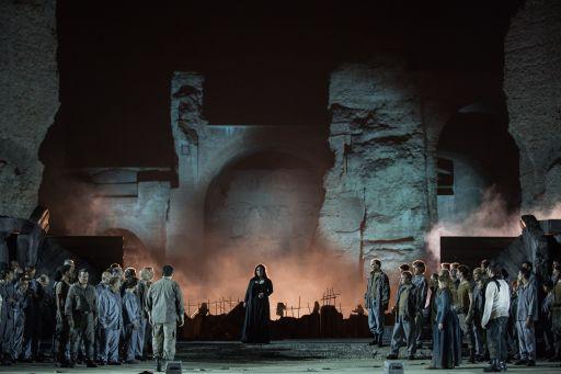 Nabucco_Al centro Csilla Boross (Abigaille)_Yasuko Kageyama, Opera di Roma Caracalla 2016_0023