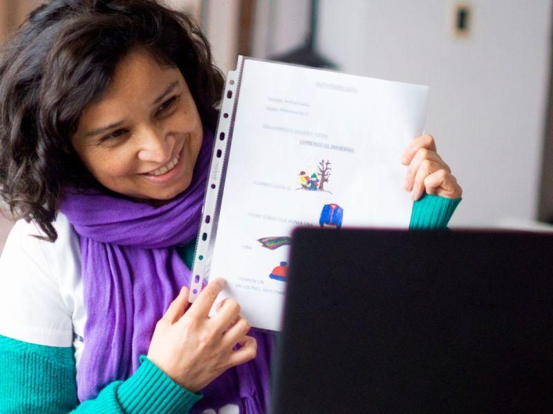 Teacher instructing virtually