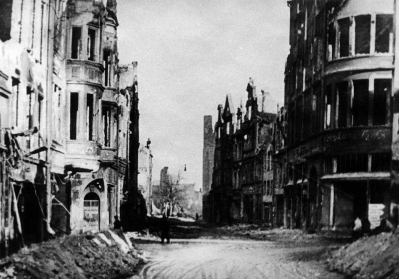 Ulica Św. Ducha w 1945 r. (fot. ze strony Facebookowej Gdańsk, Strefa Prestiżu).