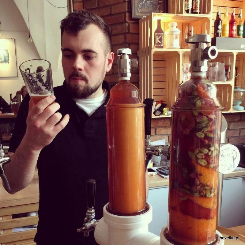 Piwowar przy pracy