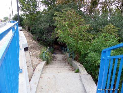 Niestety tych schodów nie wyremontowano.