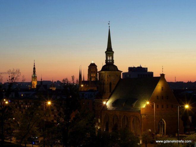 Kościół św. Barbary wieczorem,