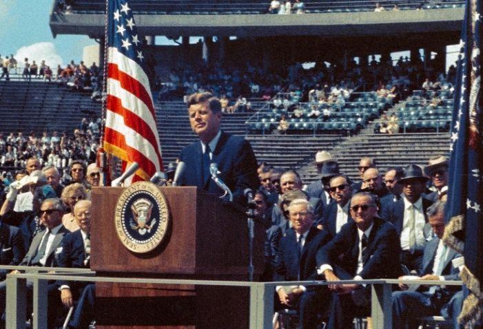 John F. Kennedy podczas przemówienia w Rice University