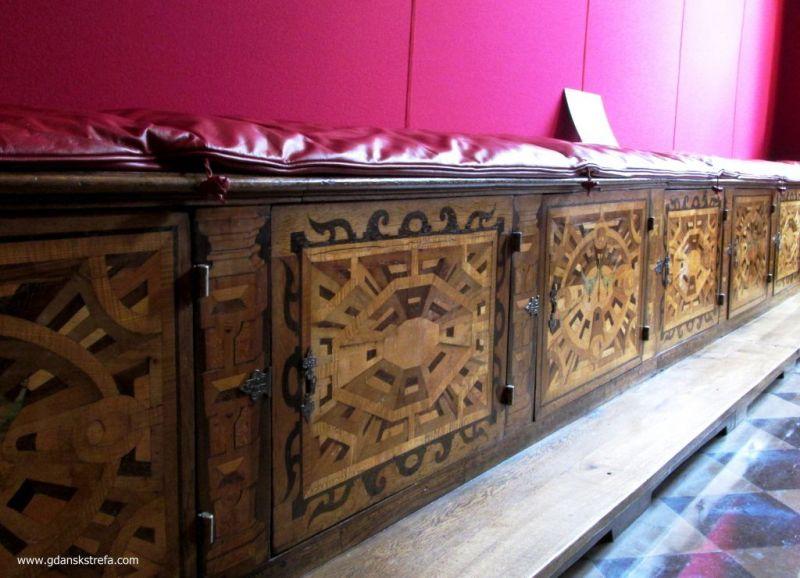 intersjowane ławy