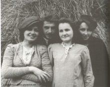 Inka z koleżankami 1945