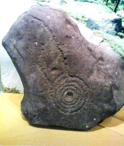 Kometa lub bolid wyryte w głazie przez prehistorycznego artystę (Keighley, Wielka Brytania)