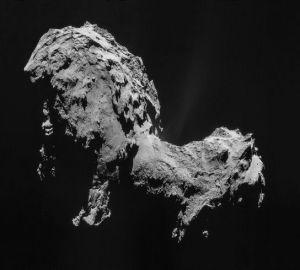 Jądro komety okresowej Czuriumow-Gierasimienko, sfotografowane przez sondę Rosetta w 2014 roku