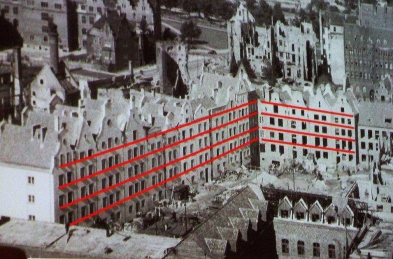 Widok na podwórzowe elewacje odbudowanych kamienic przy ul. Ogarnej. Koniec lat 40