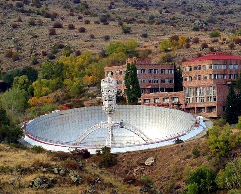54 m czasza radioteleskopu Instytutu Radiofizyki w Erywaniu, fot. Artak Arzumanyan