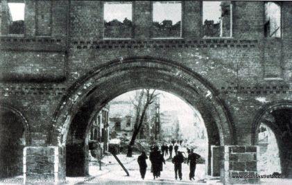 Brama Krowia zaraz po II wojnie światowej