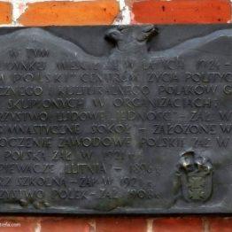 Tablica na Domu Polskim