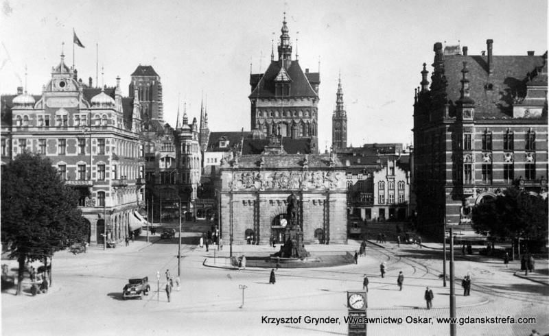 hotel współtworzył architektoniczne obramowanie wjazdu na teren najstarszej części Miasta