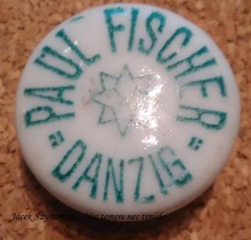 Ceramiczny korek z butelki piwa warzonego w browarze Paula Fischera przejętego w 1918 roku przez elbląski browar, ze zbiorów autora.