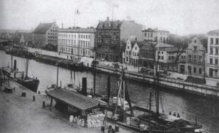 Szafarnia i zespół Nowej Pakowni po lewej